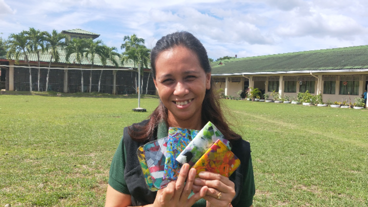 リサイクルでフィリピン貧困女性の生きる楽しさを取り戻す!