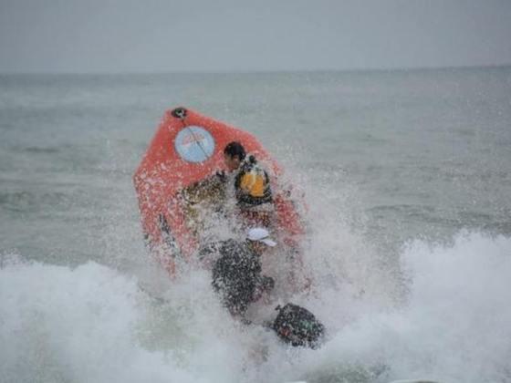 震災後唯一復旧した気仙沼の海水浴場に新しい水難救助艇を配備!