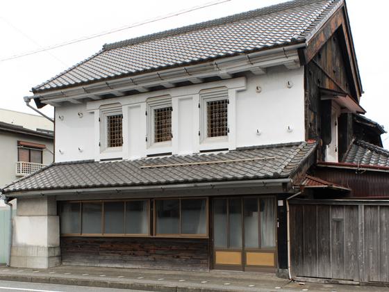 旧寿屋本家の店蔵の外観を復原整備し一宮町の活性化に貢献したい