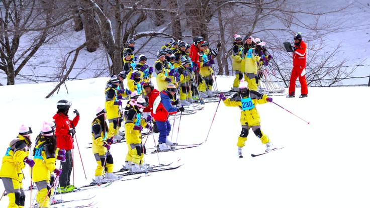 来シーズンも一里野に来ていただくために。スキーブーツを新調!