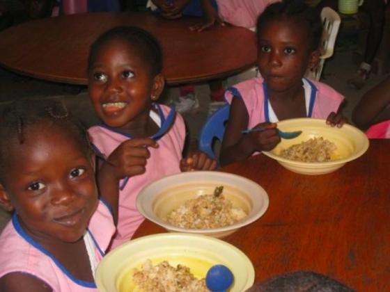 シエラレオネの学校に災害時緊急非常食5,000個を届けたい!