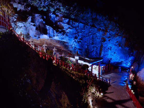 雅楽と西洋楽器!イギリス人作曲家による洞窟コンサートを開催!
