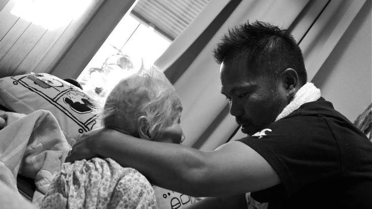 高齢者も子どもも集まる「いしいさん家」15年の軌跡を写真集へ!