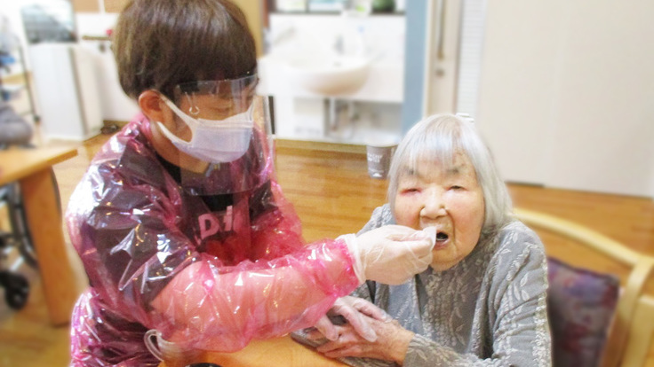 緊急支援:介護現場に広島産ガウンを #介護を守り医療を守る