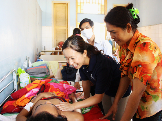 カンボジアの麻痺患者に麻痺と共に過ごせる退院指導を行います!