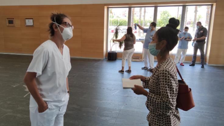 スペインマドリード:医療関係者の方達にマッサージをプレゼント