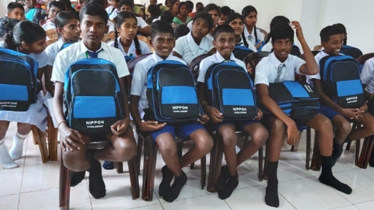 コロナで外出禁止令になったスリランカの子供達に学校教育を