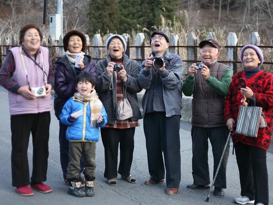 おばあちゃん達の「宝物」を集めた写真展「大槌の宝箱」を開催
