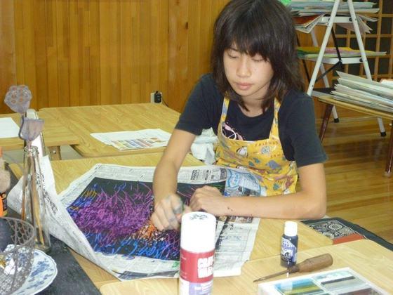 自閉症を持つ人たちの油絵・水彩画作品をハガキや一筆箋にしたい