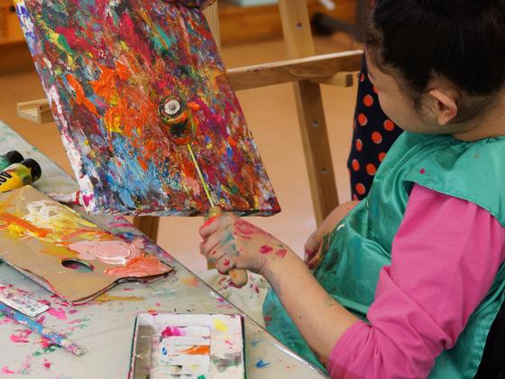 「成長する絵画」展〜脳性まひの若者達の作品展を開催したい!