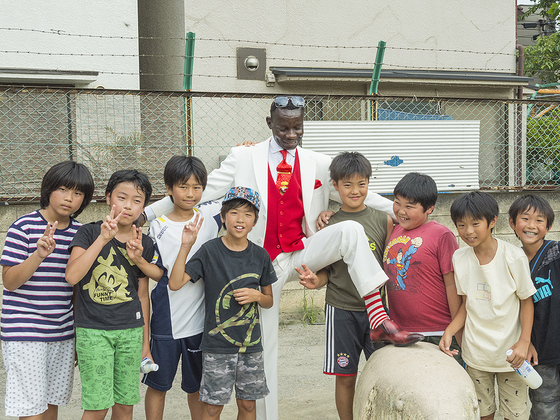 東京を舞台に!おしゃれを貫く集団サプールの写真集を作りたい!