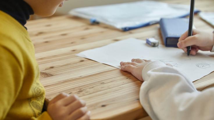 富山のスギを使った家具で子どもたちの成長を応援したい