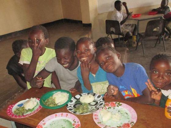 ザンビアの栄養不良で悩む600人の子ども達に栄養教育と給食を!