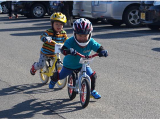 キックバイクに乗る子どもたちの元気な姿と笑顔が見たい!