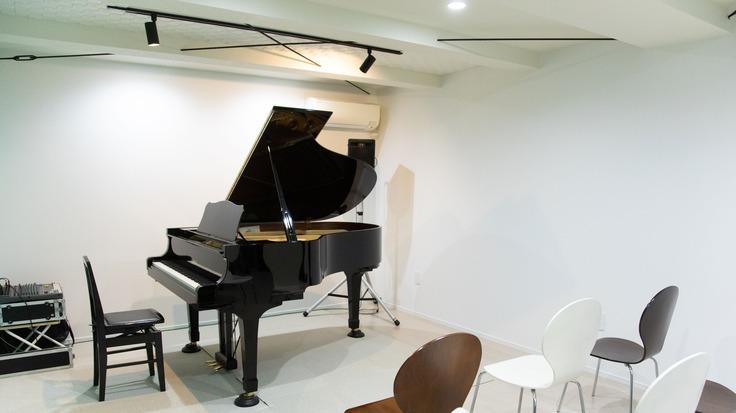 「休眠ピアノ」を子どもたちに 皆で奏でる再生・寄贈の物語