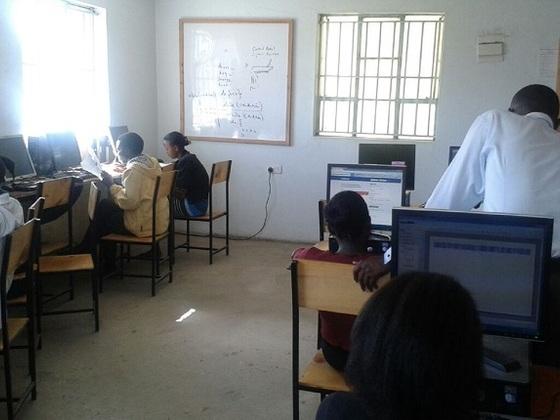 ケニア学生の将来の職をつくるため、IT学校を継続させたい!