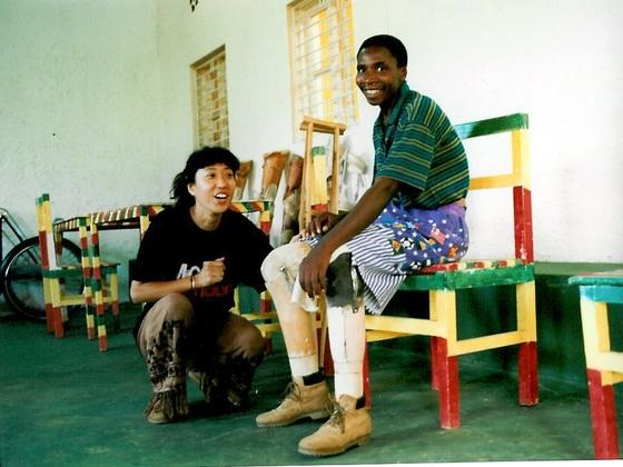 ルワンダ大虐殺で足を失った250人に義足と杖を届けたい!