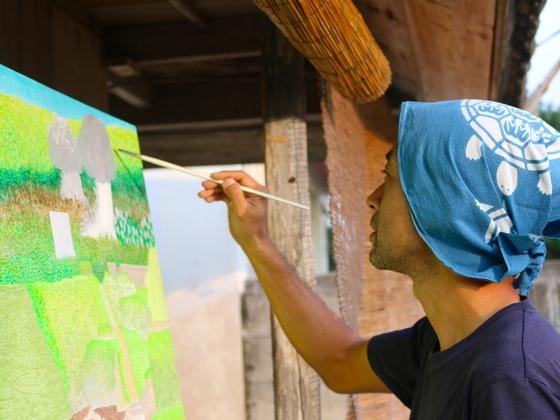 沖縄県久高島で描いた作品を通じて、戦前の暮らしを知ってほしい