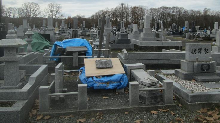胆振東部地震で全壊した我が家のお墓(我が家だけが未だに全壊です)