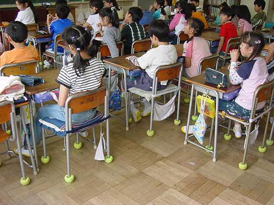 騒音に悩む子ども達に椅子脚カバーで快適に学習できる環境を!