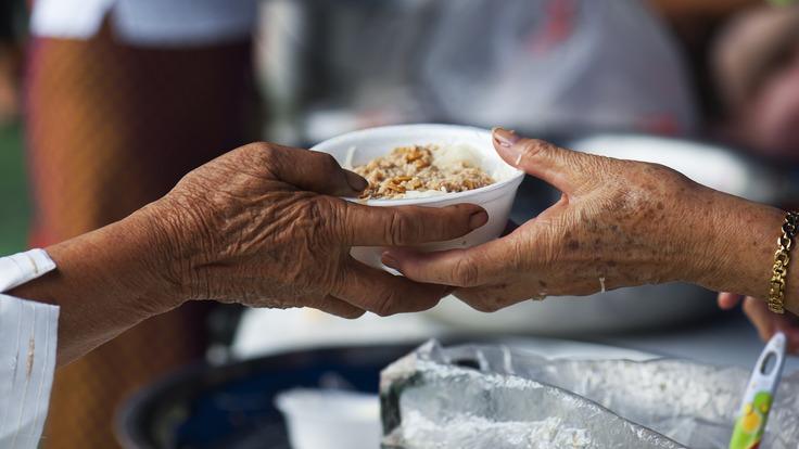 コロナ 入院した家族を病院前で待つ人達の為の炊き出しのプロジェクト