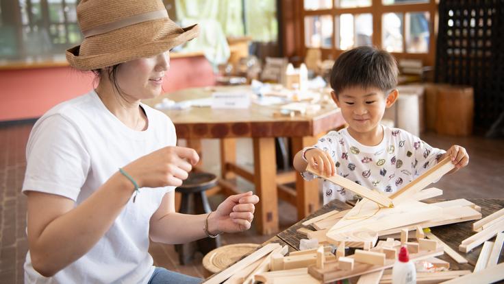 人が集う工房。空き家を休憩所に改装、子連れでも楽しめる木工教室を。