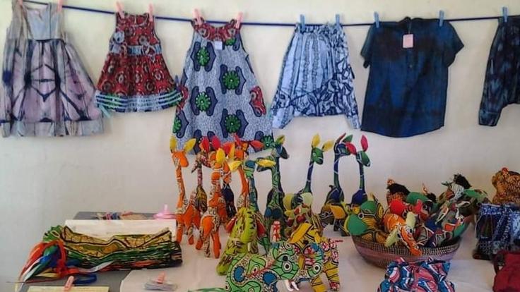 西アフリカ・セネガルの手作り子供服販売!
