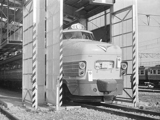 国鉄ボンネット型特急電車クハ489-501にサンタスカートを贈ろう!