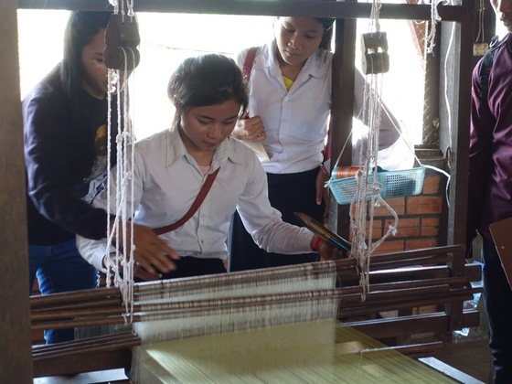 カンボジアにあるIROHAスクールの中学生と職業体験に行きたい!
