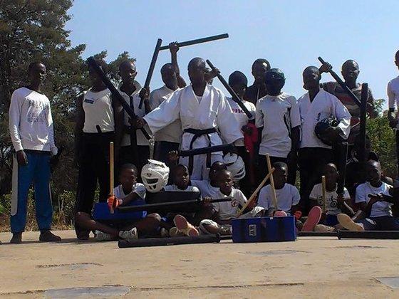 ルワンダで安心・安全に小太刀護...