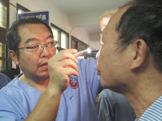 ベトナムの赤ひげ先生の挑戦!無償手術で失明する人を救いたい