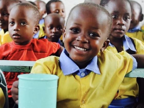 この夏、タンザニアの幼稚園に雨にも負けない外壁をつくります!
