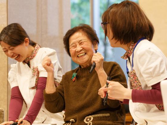 介護施設で暮らす人々の日常をもっと楽しくするディスコを開催!
