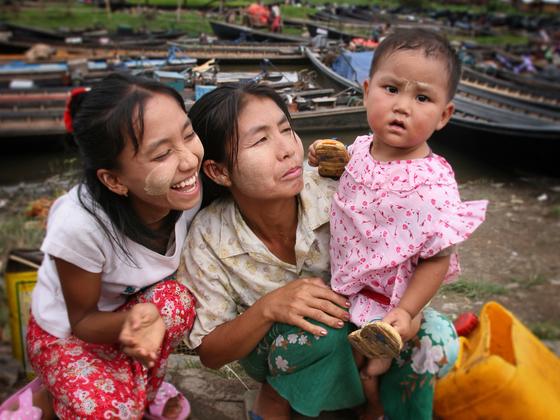 「家族の絆」をテーマにミャンマーで家族写真撮影会を開催したい