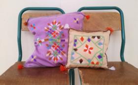 刺繍入りティフィナグ文字プリントのトートバッグ+刺繍職人たちのオリジナル作品
