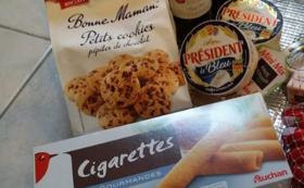 フランスで購入したエコバックとお菓子一箱