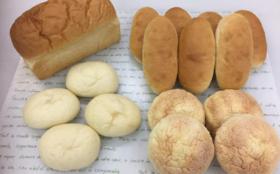 食物アレルギーや健康被害の恐れがある材料成分を徹底的に排除改良した材料のみでひとつひとつ手作りで食感や味にもこだわりパン