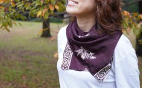 中国江蘇省【しあわせのシルクスカーフプラン】実際にお母さんが縫製したシルクスカーフをお届けします!