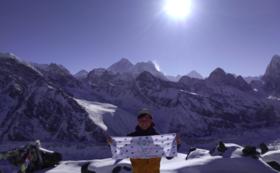 【アマダブラム登頂へ500m前進】登頂時フラッグにロゴ、名前の記載(大)