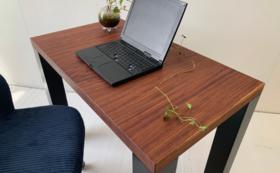 再生した一枚板のテレワーク用デスク 幅約800×奥約500 / Sサイズ※樹種指定おまかせ
