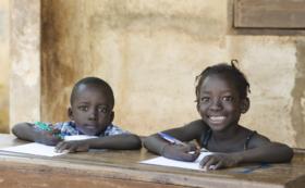 【100名限定】ウガンダの子どもたちにペンとノートを届けよう