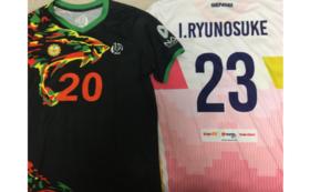 現役の迫田郭志選手、池田幸太選手と池田のサイン入りユニフォーム付き