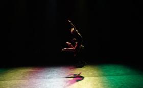 あなたのためのコンテンポラリーダンス作品(30分)を創ります。