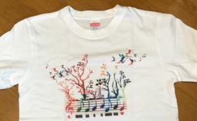 ロゴ入りTシャツ《森が音楽会バージョン》Sコース