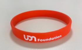 【チャリティグッズで応援】UDN Foundationサポーターの証:リストバンドをお届け