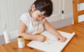 返礼C:子供たちがデザインした絵葉書が届きます。