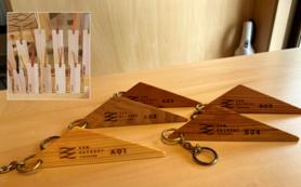 熊野の工房で作る世界にひとつだけの名入れ木製キーホルダー、ブックマーク