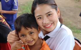 カンボジアの魅力満載セット(アリババ、ポーチ。ミサンガ、ポストカード、アルバム)