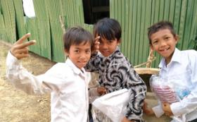 物資を受け取った子供たちの写真付きのサンクスメールの送付