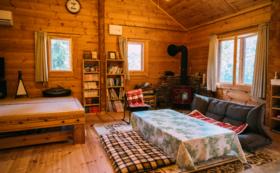 薪ストーブ完備の毛原のゲストハウスで、自然豊かな毛原をお楽しみいただきます